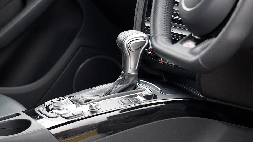 How Does the Clutch Work in an Automatic vs Manual